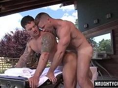 Hairy bodybuilder outdoor sex and cumshot